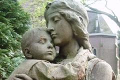 beeld engel met kind